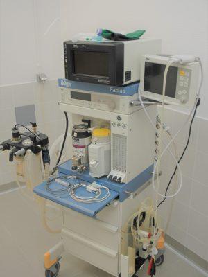 https://www.cliniqueveterinairedugolfe.fr/wp-content/uploads/2020/01/appareil-anesthésie-scaled-300x400.jpg